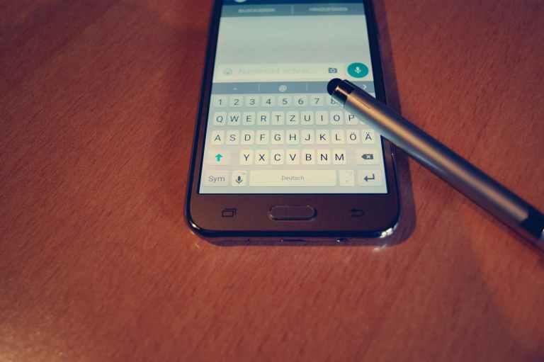 app chat communication composition